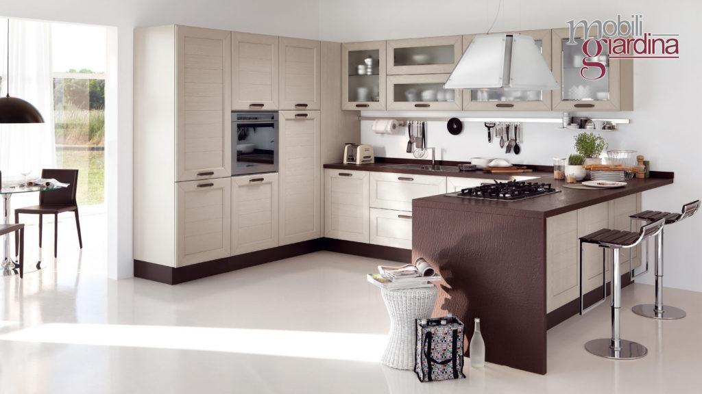 cucina claudia con particolari in legno scuro