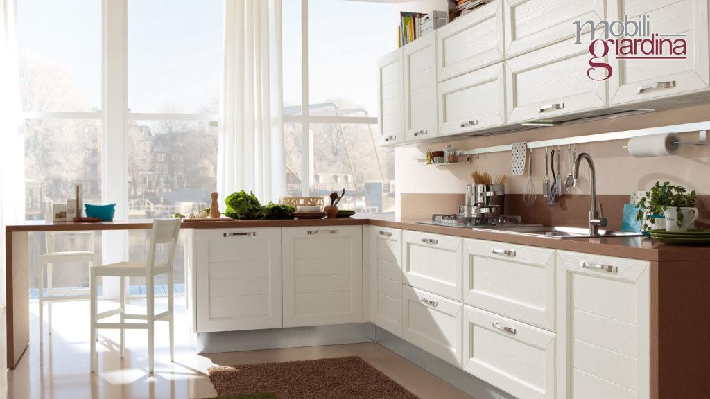 cucina claudia con sportelli in legno bianco
