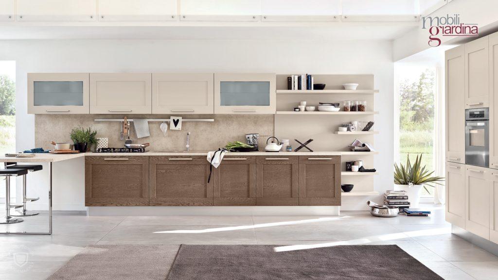 cucina in legno chiaro e scuro vista frontale